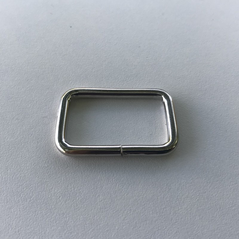 Passant rectangulaire nickelé 40*10mm